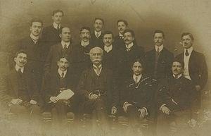 Nabuco, no meio, entre membros da diretoria do Centro Acadêmico da Faculdade do Largo de São Francisco , que dirigiu.