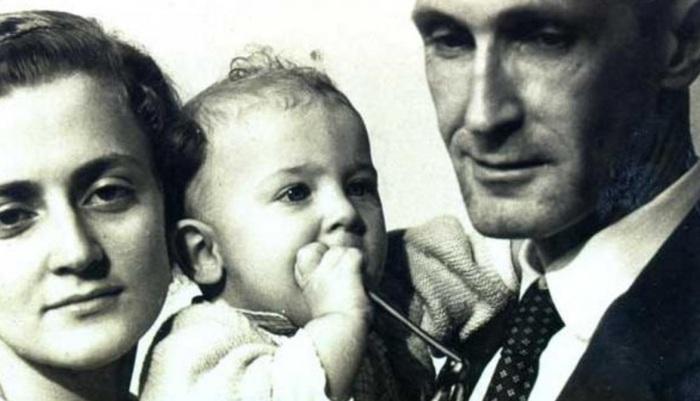 Drummond com Dolores Dutra de Moraes, sua esposa, e Maria Julieta, sua filha.