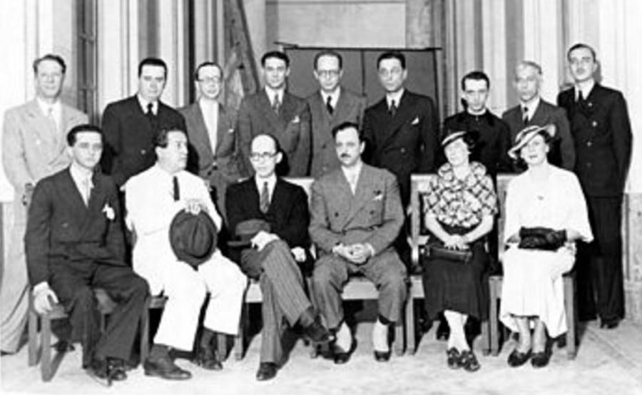 Manuel Bandeira (3º da esquerda para direita em pé), Alceu Amoroso Lima (5ª posição) e Dom Hélder Câmara (7ª) e sentados (da esquerda para direita), Lourenço Filho, Roquette-Pinto e Gustavo Capanema Rio de Janeiro, 1936