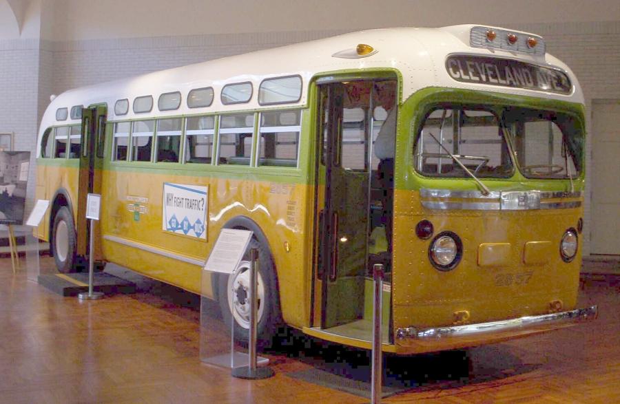O ônibus de Montgomery em que Rosa Parks recusou-se a ceder seu lugar a uma pessoa branca.