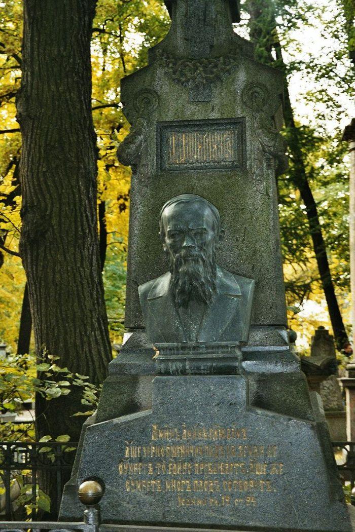 800px-dostoevski_grave_at_alexander_nevsky_monastry