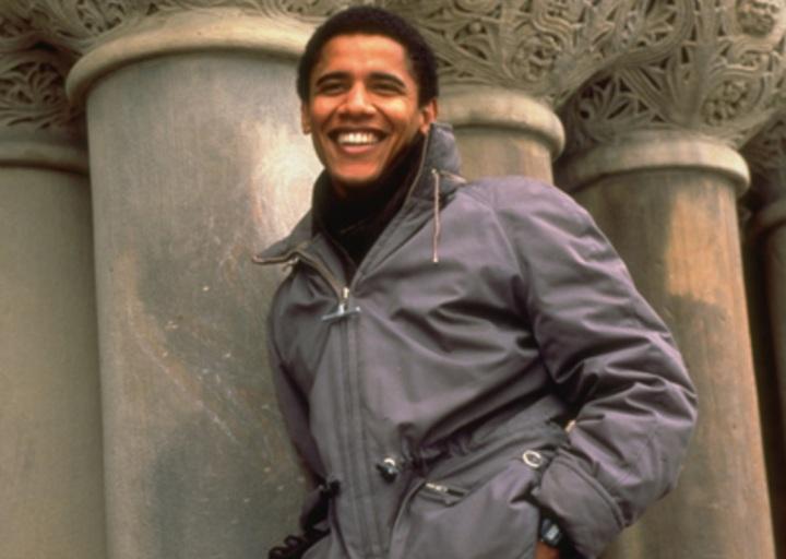 barack-obama-advogado-e-politico-jovem-sorridente