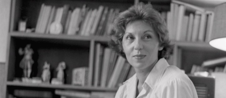 clarice-lispector-escritora-e-jornalista-estante-livros-sorriso