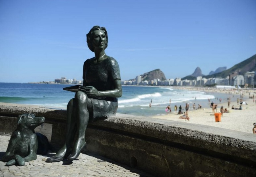 Clarice Lispector -Monumento na Praia do Leme, Rio de Janeiro.