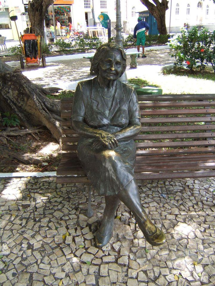 estatua_de_rachel_de_queiroz