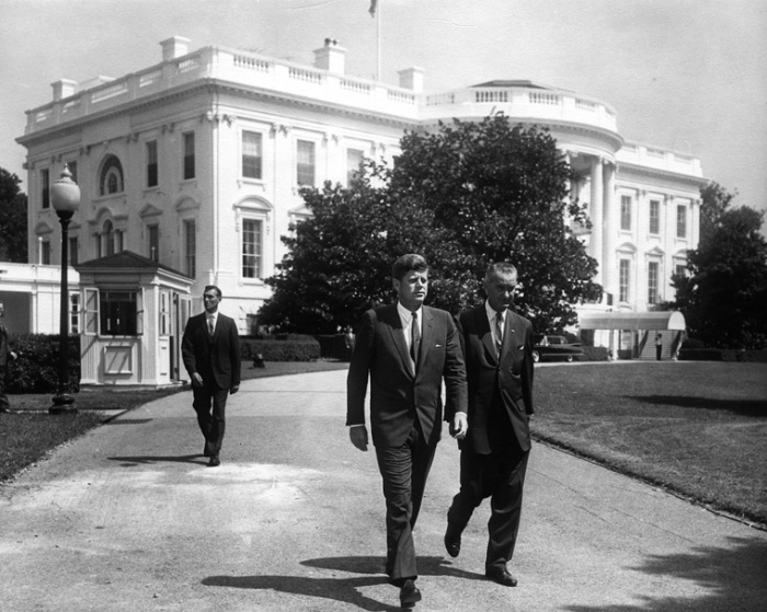 O presidente Kennedy e seu vice, Lyndon Johnson, em agosto de 1961.