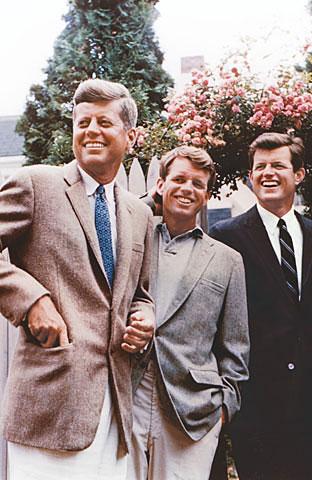 Os irmãos John, Robert e Edward.
