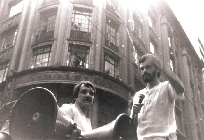 Sócrates (à direita) participando do movimento político Diretas Já em 1984, em São Paulo - SP