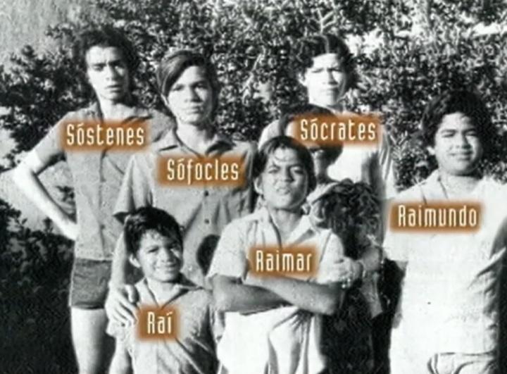 Sócrates com os irmãos.