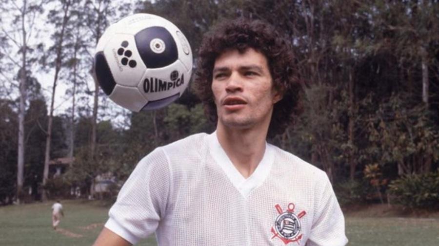 socrates-medico-ativista-e-futebolista-brasilerio-corinthians