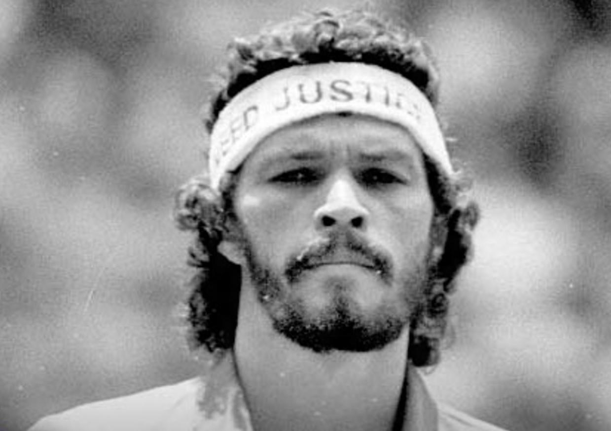 Sócrates Sampaio – Futebolista, Médico, Treinador, Comentarista e Ativista