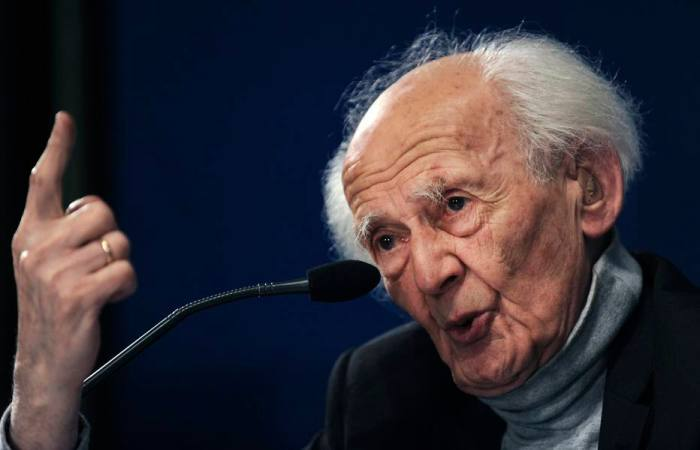 Polish sociologist Zygmunt Bauman gestures during a news conference in Oviedo, northern Spain, October 20, 2010. Bauman, along with French sociologist Alain Touraine, will receive the 2010 Prince of Asturias Award for Communication and Humanities during a traditional ceremony in Oviedo October 22, 2010. REUTERS/Eloy Alonso (SPAIN - Tags: SOCIETY PROFILE HEADSHOT)